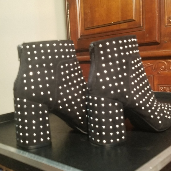 CHIC Size 8.5  QUPID STUDDED BLACK BOOTIES